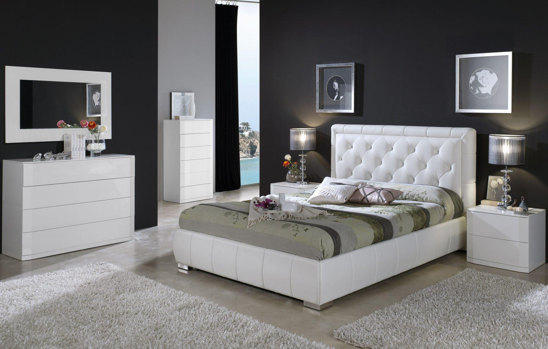 летом спальня белая кожанная кровать Эта позиция сходна